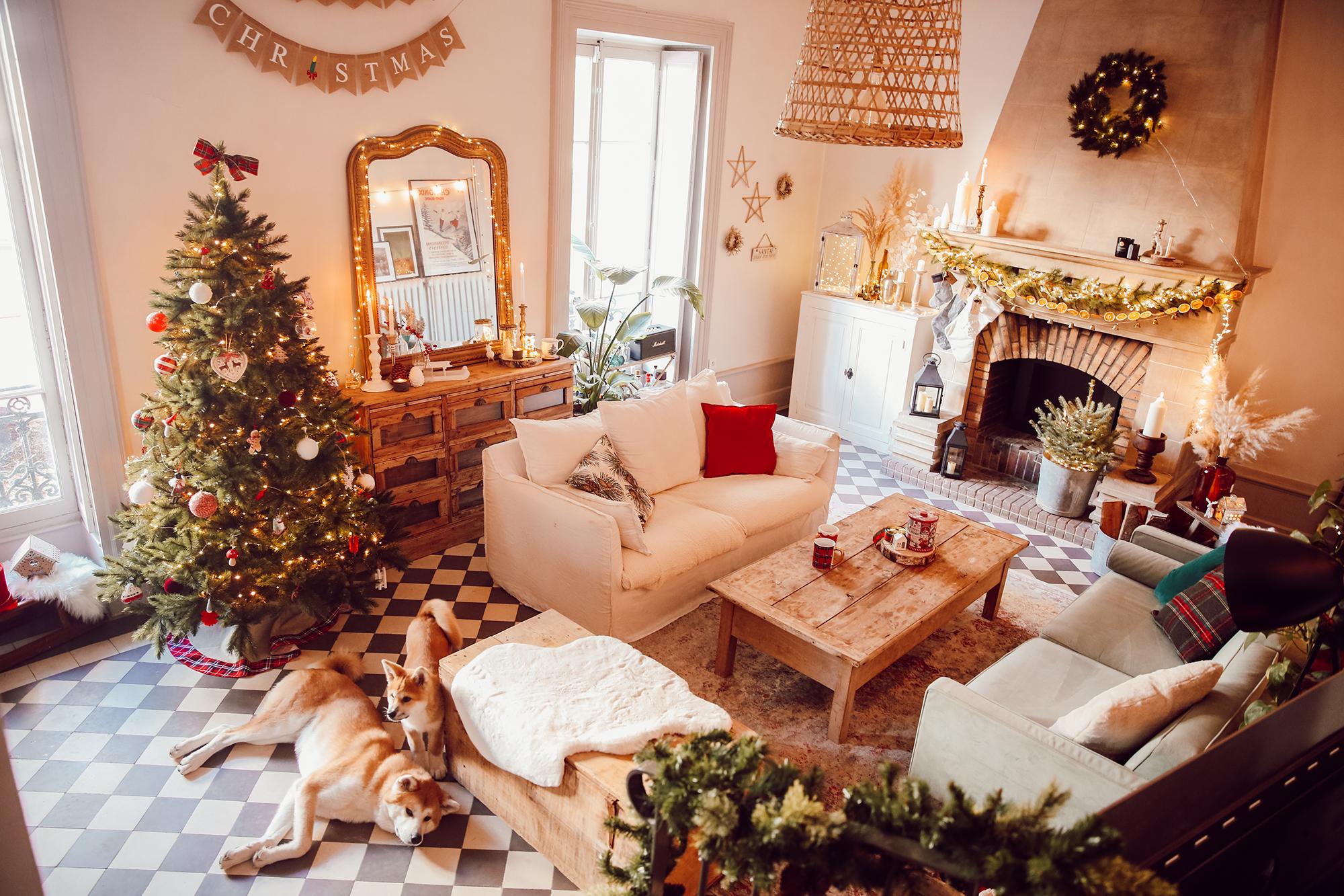 Noël 18 - le salon et la chambre  Elles en parlent
